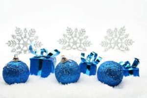 depositphotos_59577937-stock-photo-blue-christmas-gifts-and-baubles